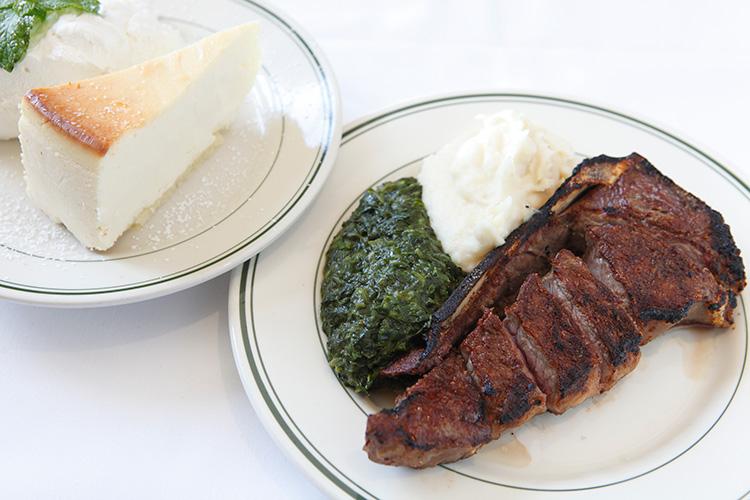 12オンス(約340g)のサーロインステーキとチーズケーキが楽しめる、テイスト・オブ・ニューヨーク。