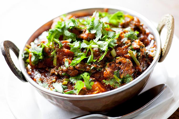 パキスタンでは嫌いな人はまずいないという名物料理、ダニヤスペシャルのチキン$18.95。