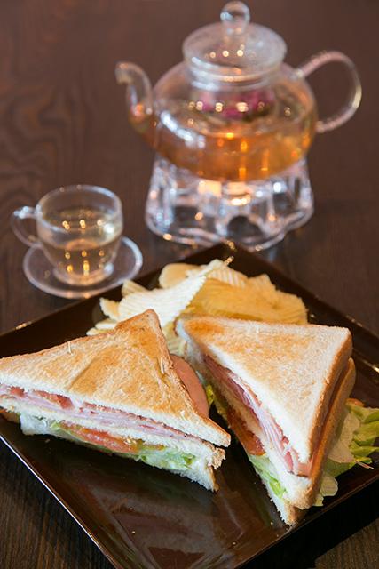 日本の喫茶店を思い出す、懐かしい味わいのサンドイッチ$7.75。