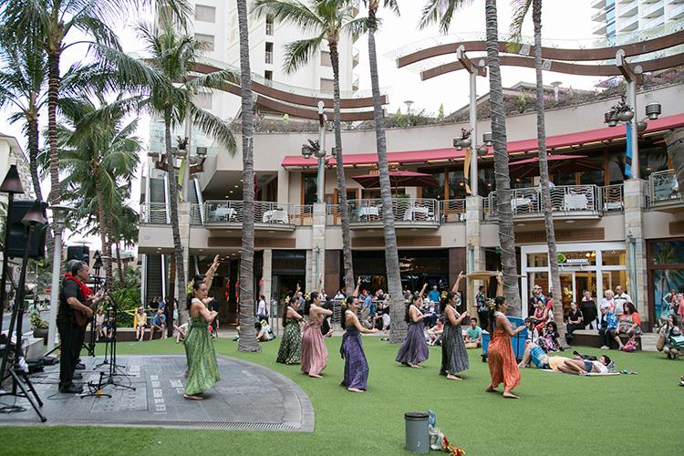 この日はオアフ島が拠点のハラウ、KaWaikahe Lani Malieが出演。