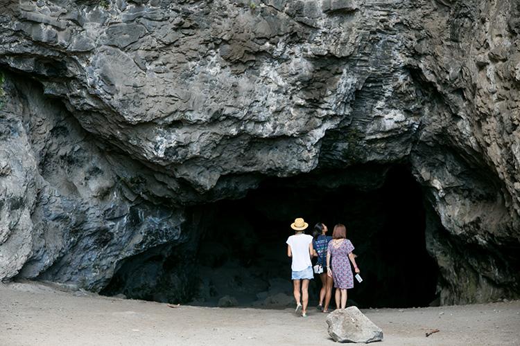 ハワイアンの聖地、カネアナ洞窟の中もちょっぴり探検。