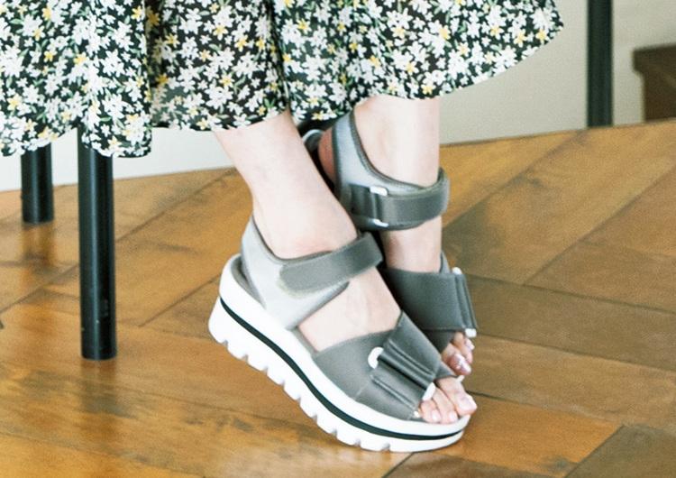 アラサーがこの夏押さえたい厚底靴特集♡脚長効果のソールライン入りスポサン4選