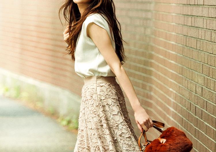 レースの刺繍スカートはアラサー理想のさじ加減♡美人感たっぷりの女らしい旬コーデ