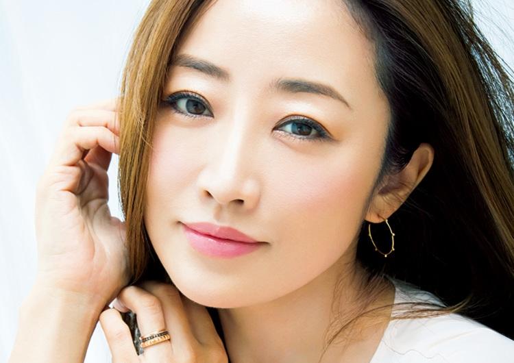 神崎恵に美の秘訣を聞いてみた♡美のキープ術&効果を実感したイチ押しコスメ7選
