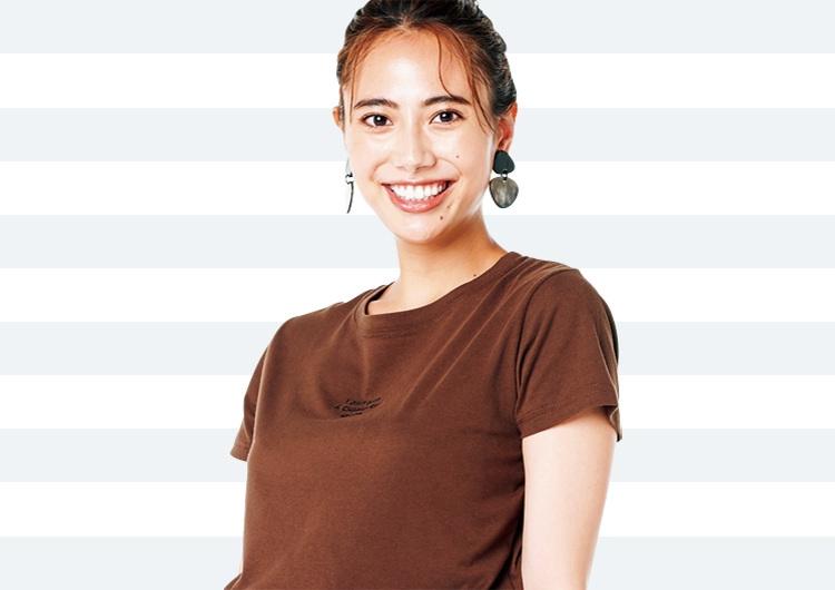 カーキのレーススカートで素敵見え♡ブラウンのロゴTと作る〝老け見え防止〟コーデ