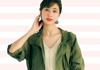 カーキ×オフホワイトは鉄板の美人配色♡マウンテンパーカを女っぽく着こなすコーデ