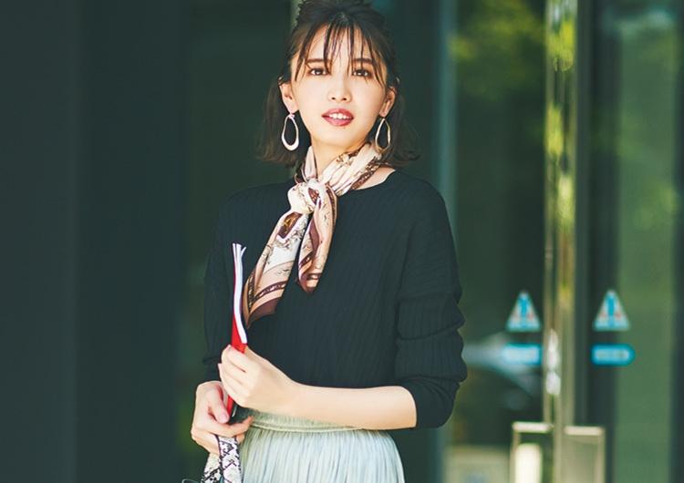 ユニクロの黒ニットは購入必至♡スカート合わせで女らしさ漂う感度高めの通勤コーデ