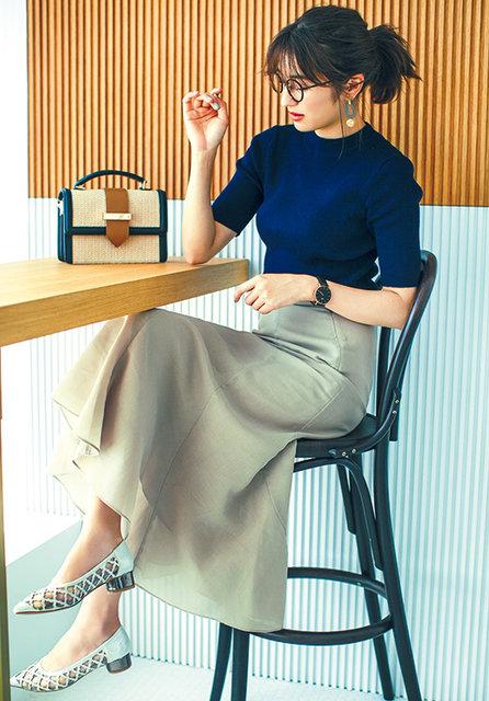 メッシュパンプス[H3]¥13,000/ヴィー・セヴン・トゥエルヴ・サーティ(ロコンド) リブニット¥3,900/MEW'S REFINED CLOTHES マーメイドスカート¥9,000/ミラ オーウェン めがね¥12,000(レンズ代込)/JINS(JINS カスタマーサポートセンター) ピアス¥2,000/スリーフォータイム(ジオン商事) 時計¥23,000/ダニエル ウェリントン(ダニエル ウェリントン カスタマーセンター) ハンドバッグ¥11,000/ノエラ