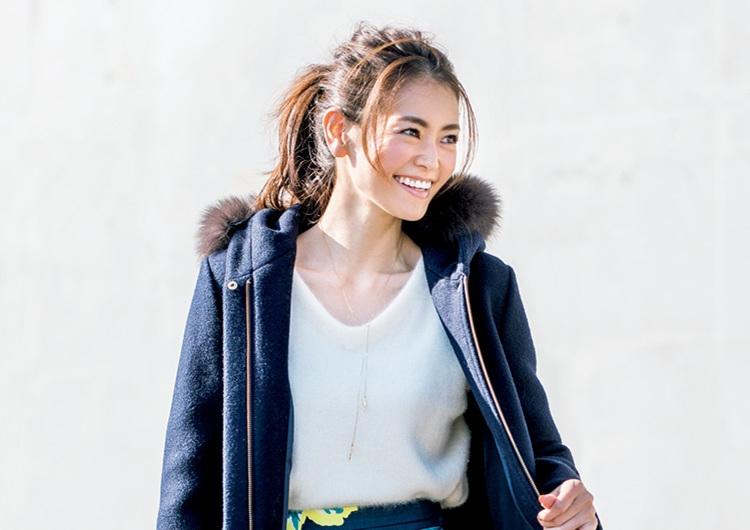 【毎日コーデ】ハリ感あるスカートにはショート丈が最適。黄金バランスコートコーデ