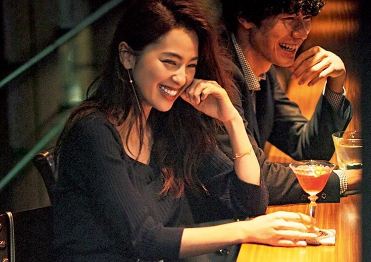 【毎日コーデ】夜のデートは品のある肌見せがキモ♡タイトニットワンピのモテコーデ
