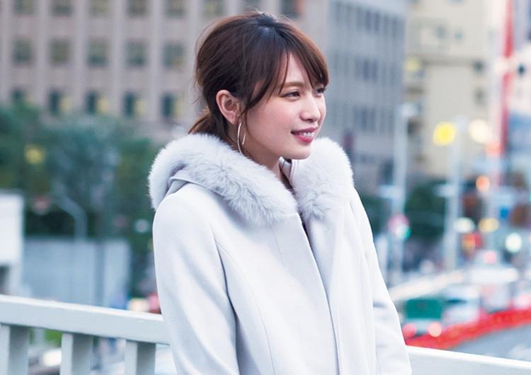 ファー付きコートで大人の可愛さ♡ニット×スカートでしっとり甘めの通勤コーデ