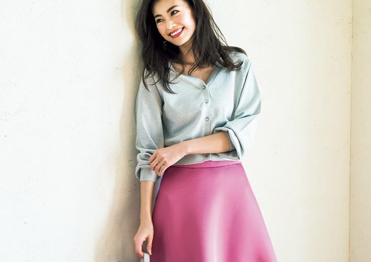 通勤や休日、女子会にも!存在感ある主役級〝派手色スカート〟の着回しコーデ3選