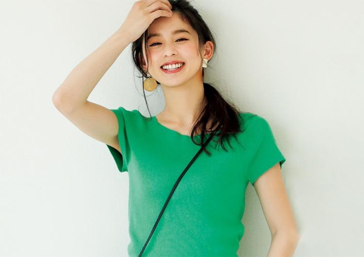 韓流アイドル並みの美脚見えデニムがスゴイ!キレイ色ニットでシンプルな休日コーデ
