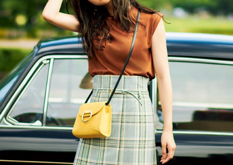 チェック柄プリーツスカートで女らしく♡柄にある色でまとめたシックで上品なコーデ