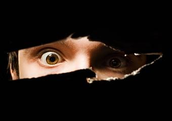 本当にあったストーカーの怖い話。アラサーの思い出すたびにゾッとする恐怖の実話