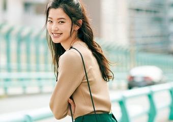 グリーン×ベージュは上品な組み合わせ♡ふんわりスカートで作る大人可愛い休日コーデ