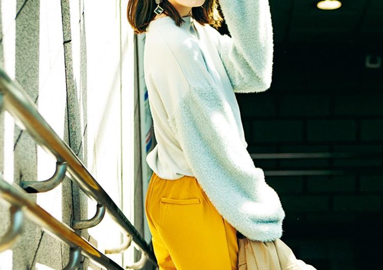 ボリューム袖ニット×マスタード色パンツで軽やかスタイル♡旬度高めの通勤コーデ