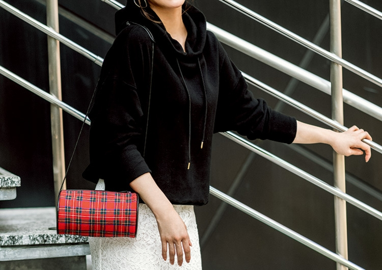 黒のパーカ×レーススカートは絶対可愛い組み合わせ♡今っぽい甘辛MIX王道コーデ
