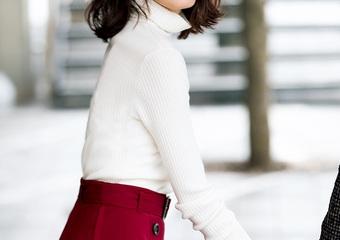 膝丈のフレアスカートはメンズウケ抜群♡ボルドーの色味で大人可愛い最強モテコーデ