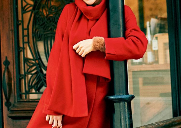 女っぷりがアガる赤いストール付コート♡着るだけで華やかになる冬のトレンドコーデ