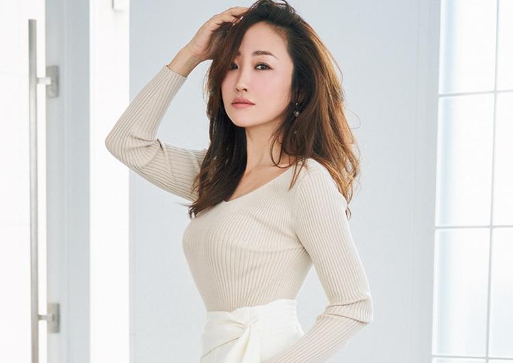 神崎恵、色気のある着やせ術♡大きめやピタッと服で華奢見えさせる冬の鉄板テク2選