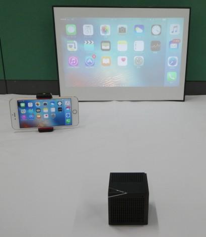▲ 「AirPlay」または「Miracast」対応デバイスなら、完全ケーブルレスで使えます