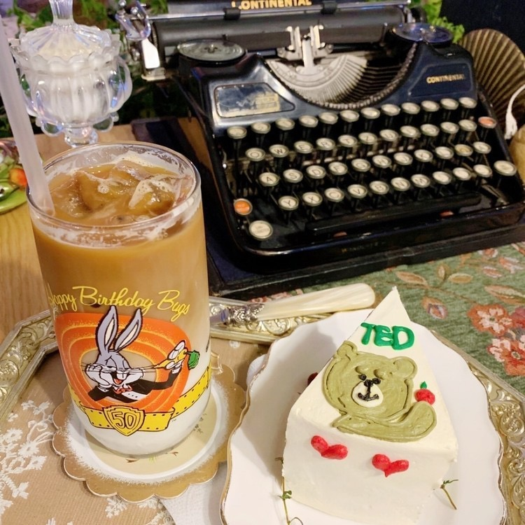 テッドのケーキが可愛い♡アンティークでおしゃれなカフェ「WE ARE SOULMATE」