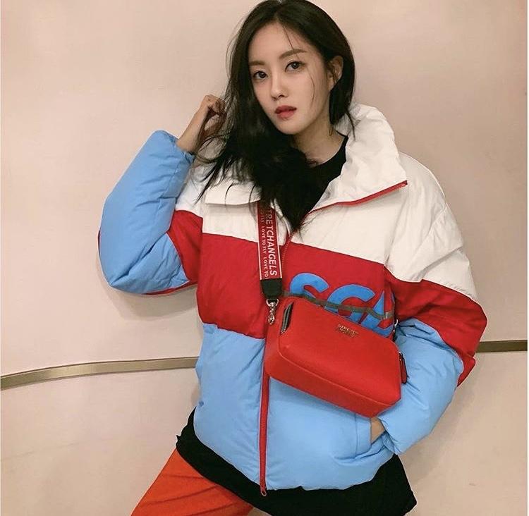 KPOPアイドル御用達ブランド『STRETCH ANGELS』空港ファッションで定番ミニバック!