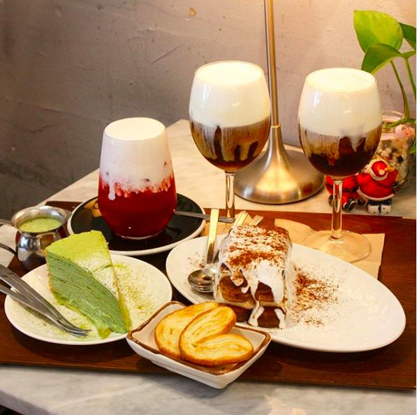 目の前で注ぐ仕上げのクリームにキュン❤韓国ソウル・延南洞(ヨンナムドン)のおしゃれカフェ『SNOWING CAFE』インスタ映え間違いなし!