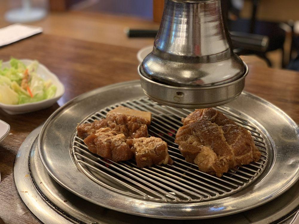 おかずにまさかのカンジャンケジャンがつく!?韓国ソウル・東大門(トンデムン)の美味しい焼肉屋さん『フンブコル炭火テジカルビ』