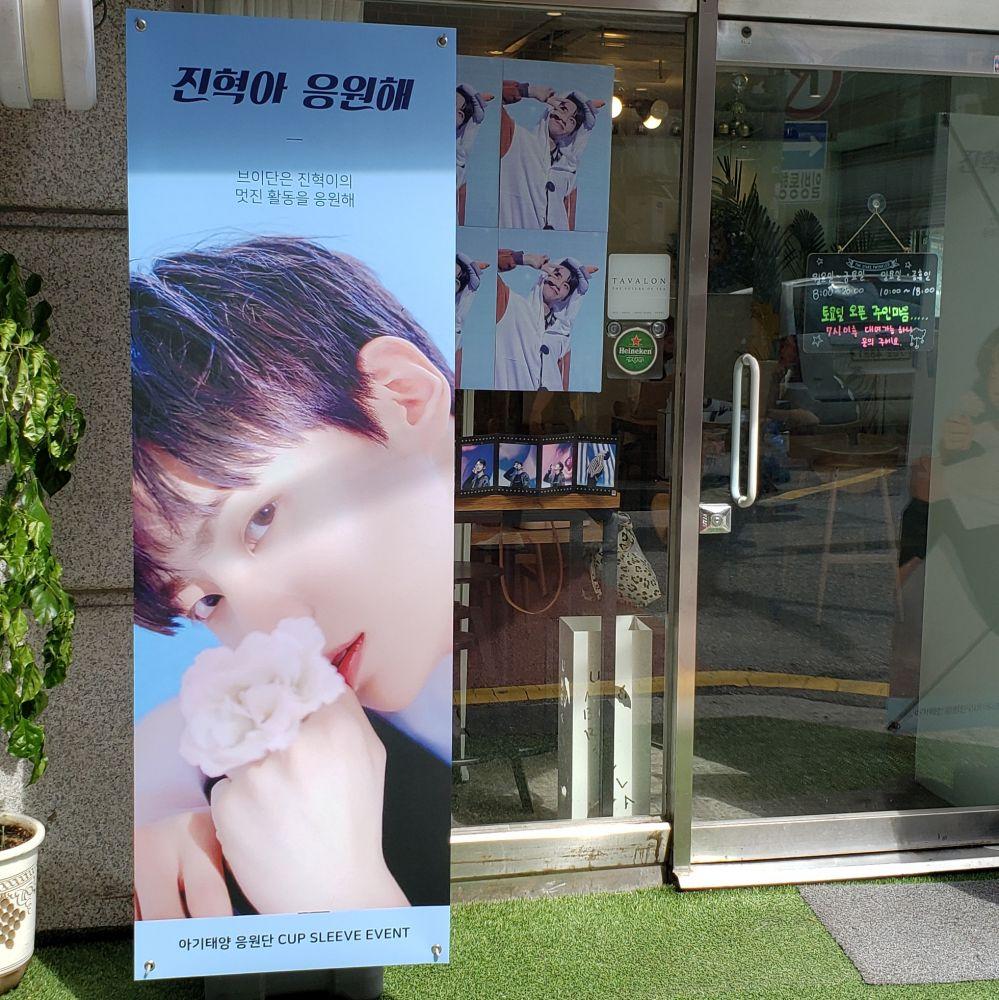 韓国旅行でK-POPペンなら一度は行きたい応援カフェ!開催している応援カフェイベントの調べ方をご紹介!