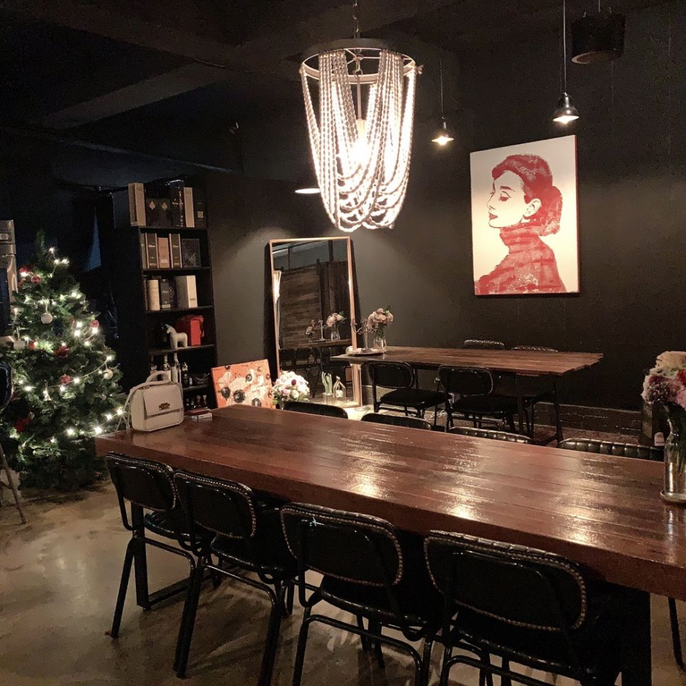 韓国ソウル・カロスキルの芸能人もお忍びで訪れるグリル&バー「Villa AT(ヴィラ エイティ)」♡