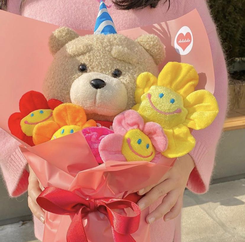 今韓国で大人気!卒業・入学シーズンのこの時期に「人形花束」がかわいくてプレゼントにオススメ♡