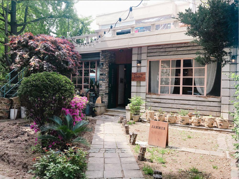 韓国ソウル・延南洞(ヨンナムドン)にある映画の元美術さんが経営するセンスの光るインテリアショップ「JAMMER(ジャマー)」