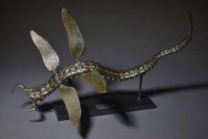 タケヤ式自在置物「蛇螻蛄 鉄錆地調」。造形総指揮を竹谷隆之・山口隆、原型制作を福元徳宝が担当。