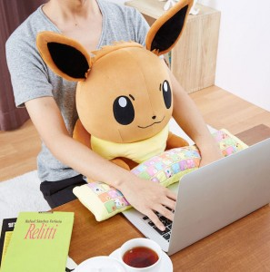 「ポケットモンスター PCクッション イーブイ」 (C) Nintendo・Creatures・GAME FREAK・TV Tokyo・ShoPro・JR Kikaku (C) Pokemon